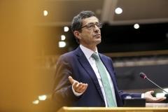 Carlos Zorrinho defende que o voto eletrónico presencial pode ajudar a robustecer a democracia representativa
