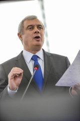Brexit: Parlamento Europeu define condições para aprovar acordo de saída do Reino Unido