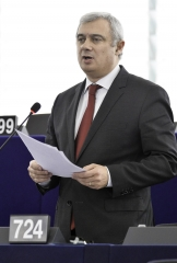 """Explicações de Dijsselbloem ao Parlamento Europeu """"chegam tarde e não apagam a gravidade dos insultos"""""""