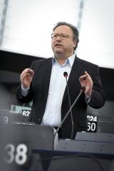 Andorra, Mónaco e São Marino devem aproximar-se às regulamentações financeiras e bancárias da União Europeia