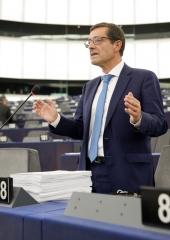Combate global pela defesa da democracia europeia
